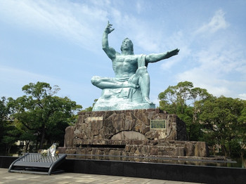 Peace_statue_of_nagasaki_20150926
