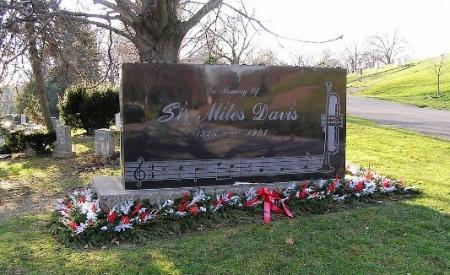 Sir_miles_davis_gravesite